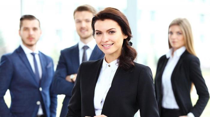Hôtes et hôtesses d'accueil avec uniformes personnalisés