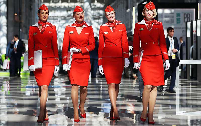 Uniforme rouge pour hôtesse de l'air